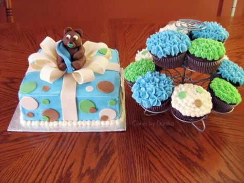 Teddy Bear Cake with matching Cupcakes