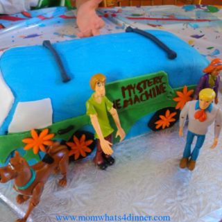 Mystery machine cake with characters I could not find velma, I did end up finding her the next day!
