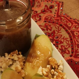 Caramel sauce with apples and popcorn...yum yum:)