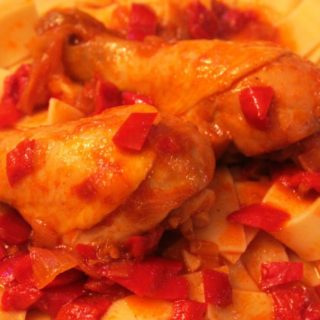 Chicken drumsticks with noodles, easy to make and tasty!