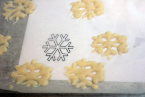 Print out a small snow flake, lay a sheet of wax paper, and melt white candy melts, fill into a Ziploc bag and cut a small hole in corner, and start making your snow flakes. Refrigerate till harden, takes a few minutes.
